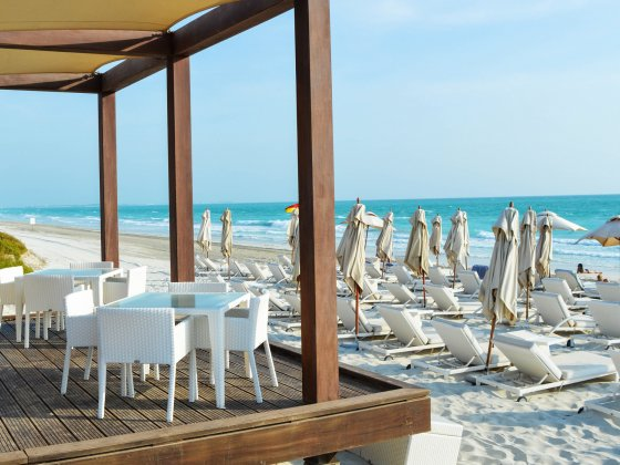 abu dhabi saadiyat beach club bar