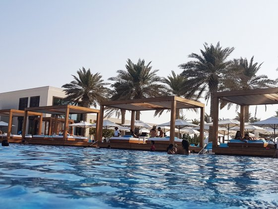 abu dhabi saadiyat beach club pool