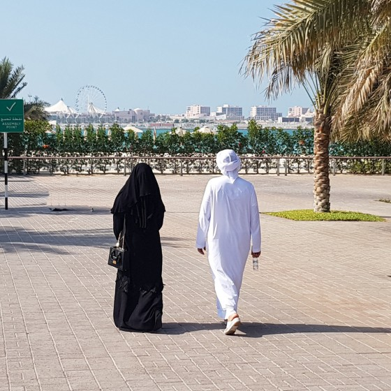how to dress in abu dhabi locals