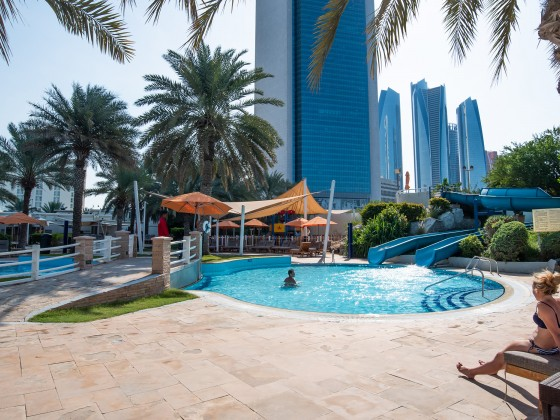 abu dhabi hotel radisson blu kids pool